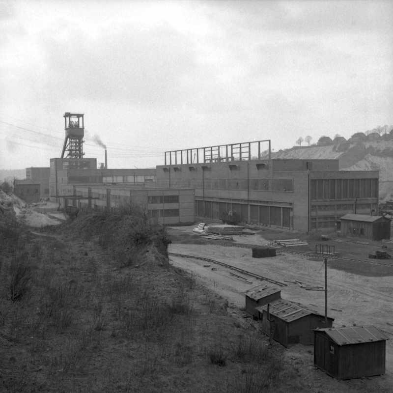 Le «bloc énergie», les ateliers, le magasin et le chevalement du puits Wendel 3. A droite, une partie de la cité minière Wendel-Sud.